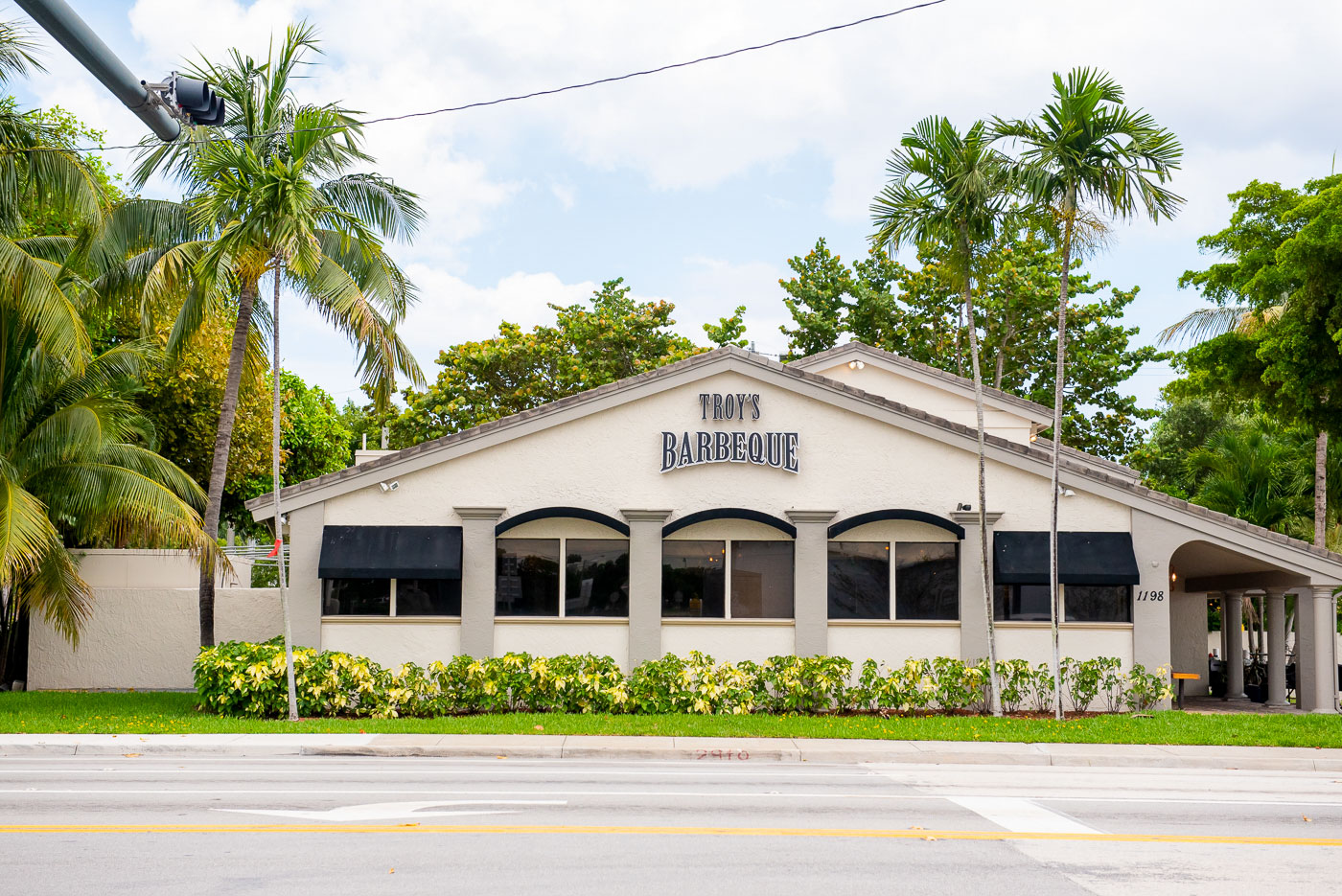 Troy's BBQ location in Boca Raton